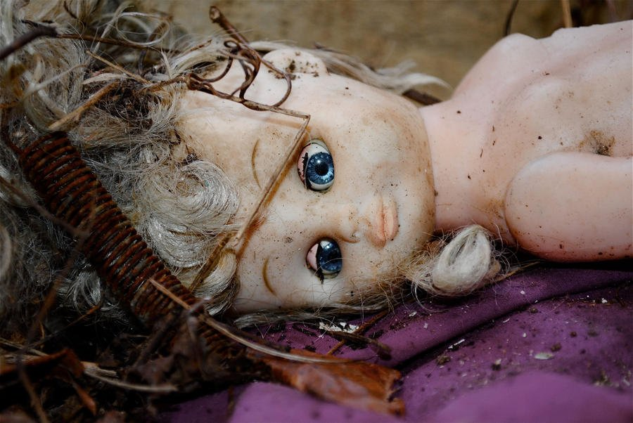 Dying_Doll_by_McKNIGHT5.jpg